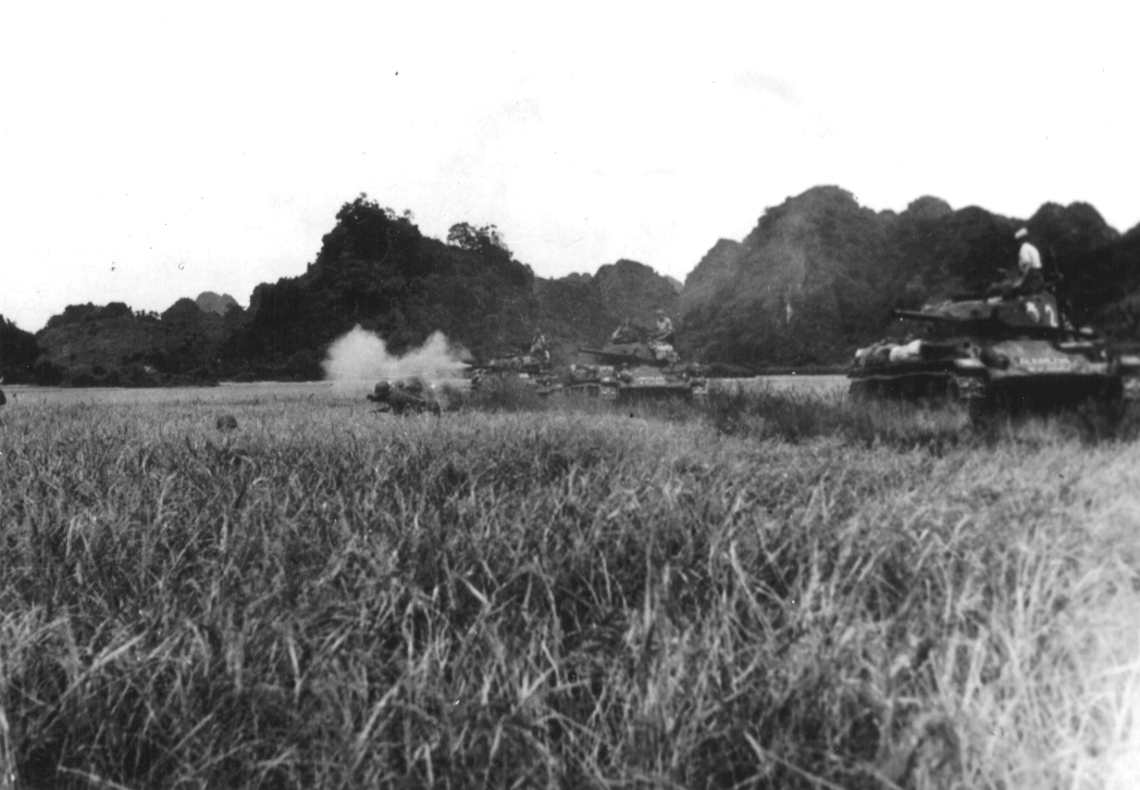 This image has an empty alt attribute; its file name is French_M24s_atr_Dien_Bien_Phu.jpg